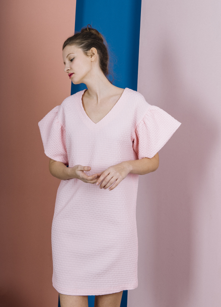 [THE SUIN 봄신상 20%]TEXTURED FRILL SLEEVE MINI DRESS ( BABY PINK )