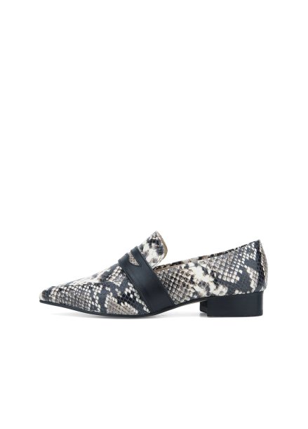 Line Point Loafer Shoes