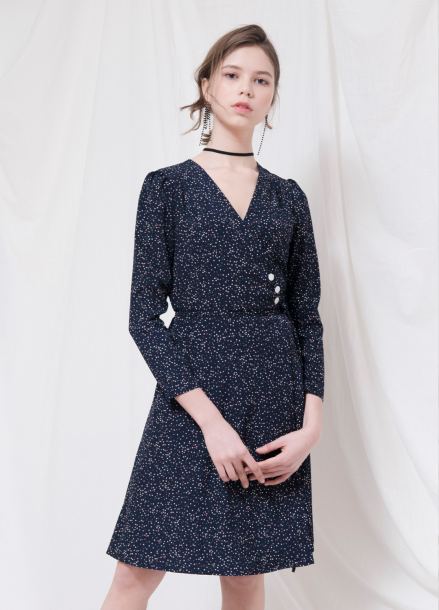 [18SS 20%+5%쿠폰/VEMVER]  BUTTON POINT DOT WRAP ONEPIECE