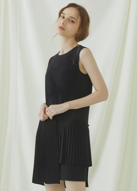 [★시즌오프40%할인/Millogrem] Unbalanced Pleats Onepiece - black