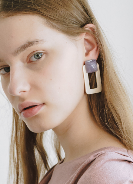 [Odd ball] White frame Earring