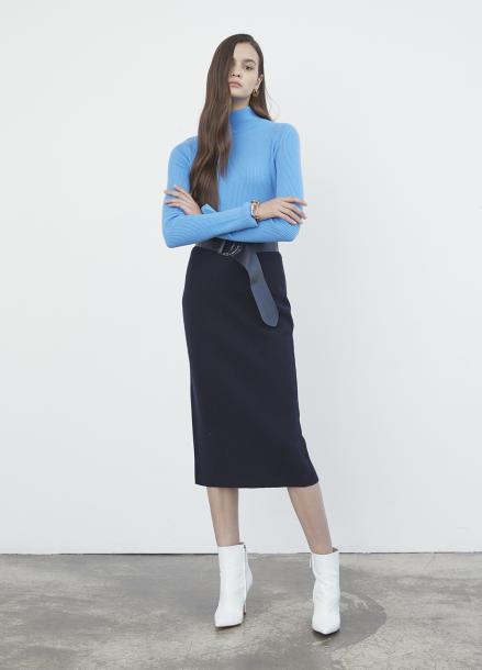 Bold Belt Back Slit Knit Skirt
