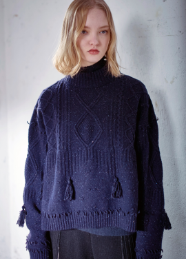 [MOONHEE/시즌오프20%]Blend tassle point cable sweater [NAVY]