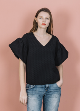 [THE SUIN 봄신상 20%]TEXTURED FRILL SLEEVE TOP ( BLACK )