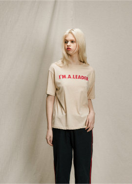 [URAGO]coloration lettering t-shirt