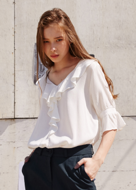 [RYUL+WAI/10%SALE]WHITE V_NECK FRILL BLOUSE