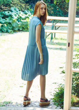 [THE LOOM/30%]SILKY PLEATS ONEPIECE_BLUE