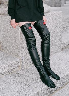 [시즌오프25%/CLUT STUDIO] 0 8 leather over knee socks - BLACK