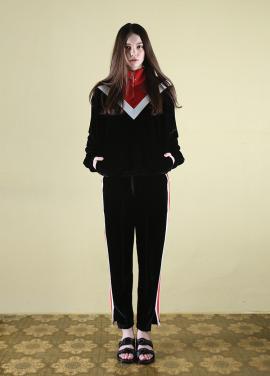 [CLUT STUDIO/2월22일예약배송] 0 3 velvet track top - black