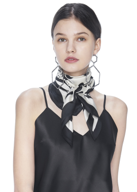 [THE SUIN/18SS 20%+5% 쿠폰] DOT SQUARE SCARF . BLACK/IVORY