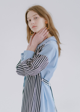 [인기상품 재입고★5%할인/KOLLAB] V-NECK STRIPE DRESS BLUE