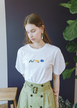 [KOLLAB]EMBOSSED EMBROIDERY TEE WHITE