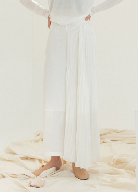 [5%할인/NOTA] PLEATS WING LONG SKIRT_WHITE