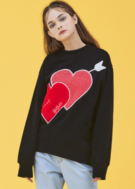[5%할인/EYEYE]EYEYE HEART PATCH SWEAT SHIRT_BLACK (EEOG4WSR01W)