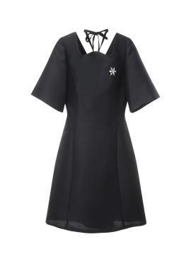 넥라인 브로치 포인트 드레스 [60%]