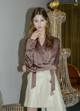 [5%할인/MOONEED] SILKY V-NECK BLOUSE - BROWN