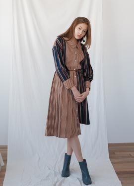 [20%할인/KOLLAB] PLEATS STRIPE DRESS CAMEL