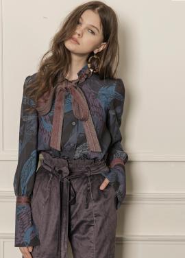 [5%할인/CAHIERS] Peacock printed ribbon blouse